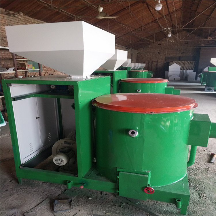 使用注意事项: 1、 燃料选用直径6-8mm的纯木屑生物质颗粒,不要运用颗粒碎屑和杂志太多的颗粒燃料。加料时防止铁件进入料箱!若因为燃料过差或有铁质物件进入料箱形成设备损坏不在保修范围。 2、 锅炉或其它运用设备的炉膛是负压,禁止正压过大,若正压过大,应当加装引风设备。负压也不能太大,太大会造成热量流失。 3、 运转时要封闭料箱盖,以防回火;停炉时,一定要封闭隔料阀以防回火。 4、 火嘴清焦:在燃烧机作业一段时间后,在喷火嘴邻近会发生结焦。若呈现此表象,会严重影响燃烧机的运转。严重者会形成燃烧机损坏!因